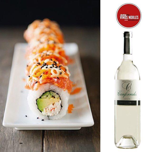 Si vas a maridar sushi, te recomendamos un vino blanco o uno tinto con tonos frescos, afrutados y con baja concentración de taninos como este @Canforrales #VinosNobles