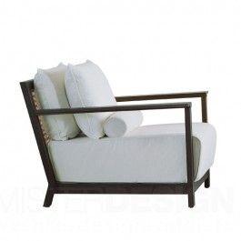 De Otto 115 Fauteuil, ontworpen door Paola Navone, is één van de prachtige ontwerpen uit de Otto-collectie van Gervasoni. De Otto-collectie wordt gekenmerkt door een perfecte balans tussen aandacht voor het ontwerp en het gebruik van materiële bouwstoffen zoals hout en bamboe. De collectie bestaat uit verschillende meubelen, van loungestoelen en bijzettafels tot spiegels, en allen worden gekenmerkt door het gebruik van natuurlijke materialen zoals bijvoorbeeld handgeweven runderhuid…