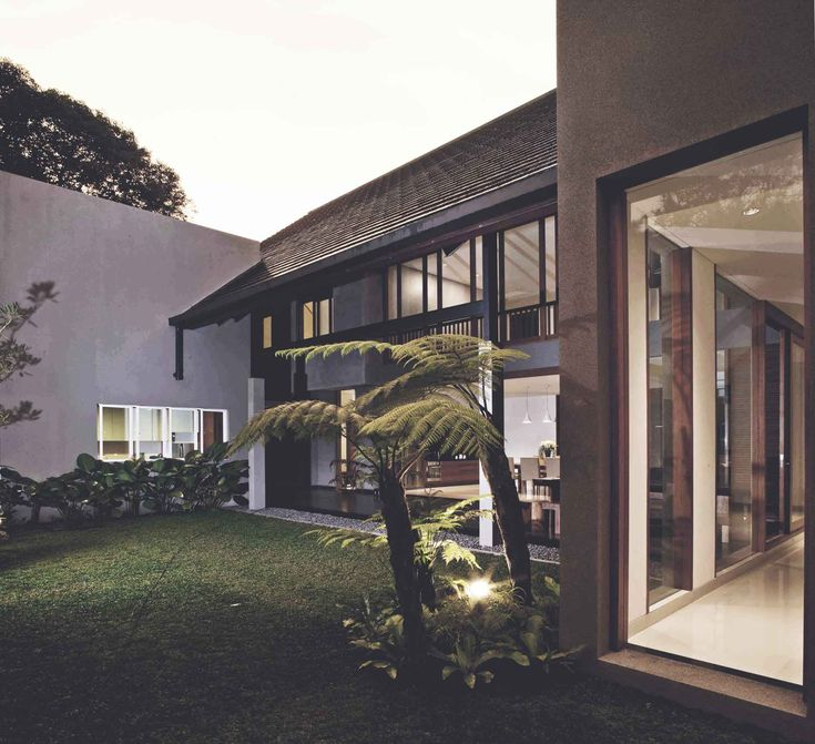 Project : Katjapiring House Image 4 Location : Bandung, Indonesia Site Area : 670 m2 Building Area : 550 m2 Design Phase : 2009 Construction Phase : 2009 - 2011 #architectindonesia #architecture #archdaily