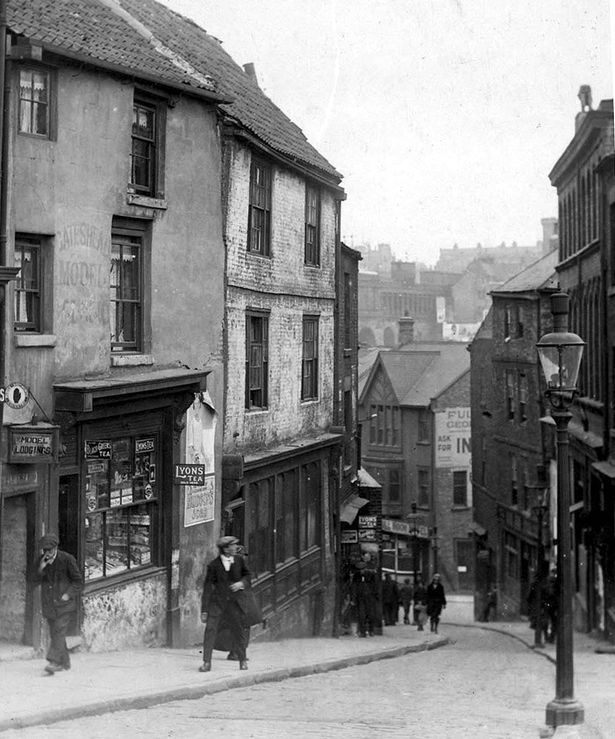 Gateshead street Bottle Bank, with pubs the Hawk, left, and the Full Moon, centre, around 1920. From the book The Old Pubs of Gateshead by John Boothroyd.