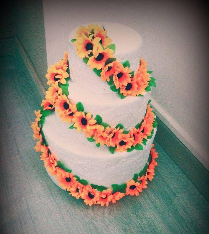 Un ringraziamento SPECIALISSIMO a Bride To Be per averci donato due sue splendide creazioni che potremo sfoggiare con molto onore il giorno del nostro matrimonio!  Torta portabusta --> ✓ Conetti portariso --> ✓  www.finchesponsornonvisepari.it  #finchesponsornonvisepari #saraheluciano #20giugno2015 #savethedate #tortaportabuste #bridetobe #coniriso #creazioni #wedding #matrimonio #sponsor #nozzeconsponsor #lowcost