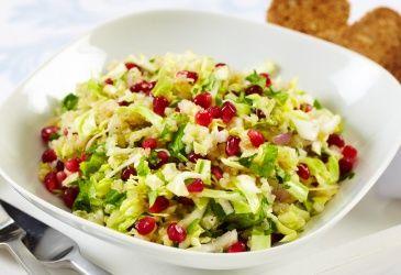 Nykålsalat med quinoa og granateple