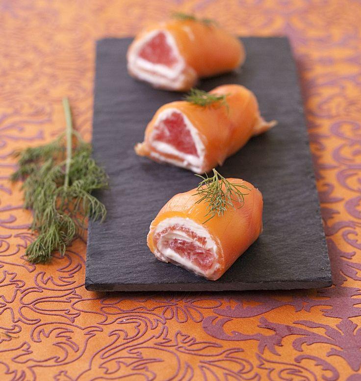 Roulés au saumon fumé au pamplemousse et saint-moret - les meilleures recettes de cuisine d'Ôdélices : >>> remplacer le pamplemousse par un bout de pomme Granny !