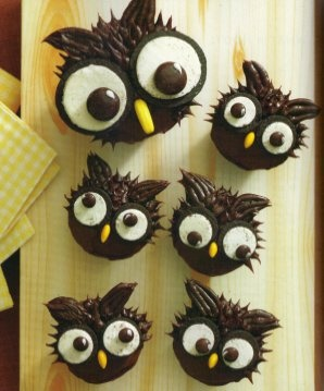 Owl Cupcakes using Oreos and M&Ms? Yes please!