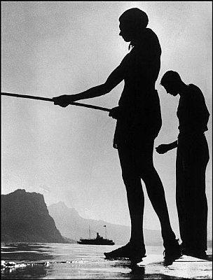 Deutsche Fotothek List, Herbert: Schweiz. Luzerner See. Angelnde Freunde. SWITZERLAND. Lake Lucerne, 1937.06.14 Originaltitel: Friends fishing