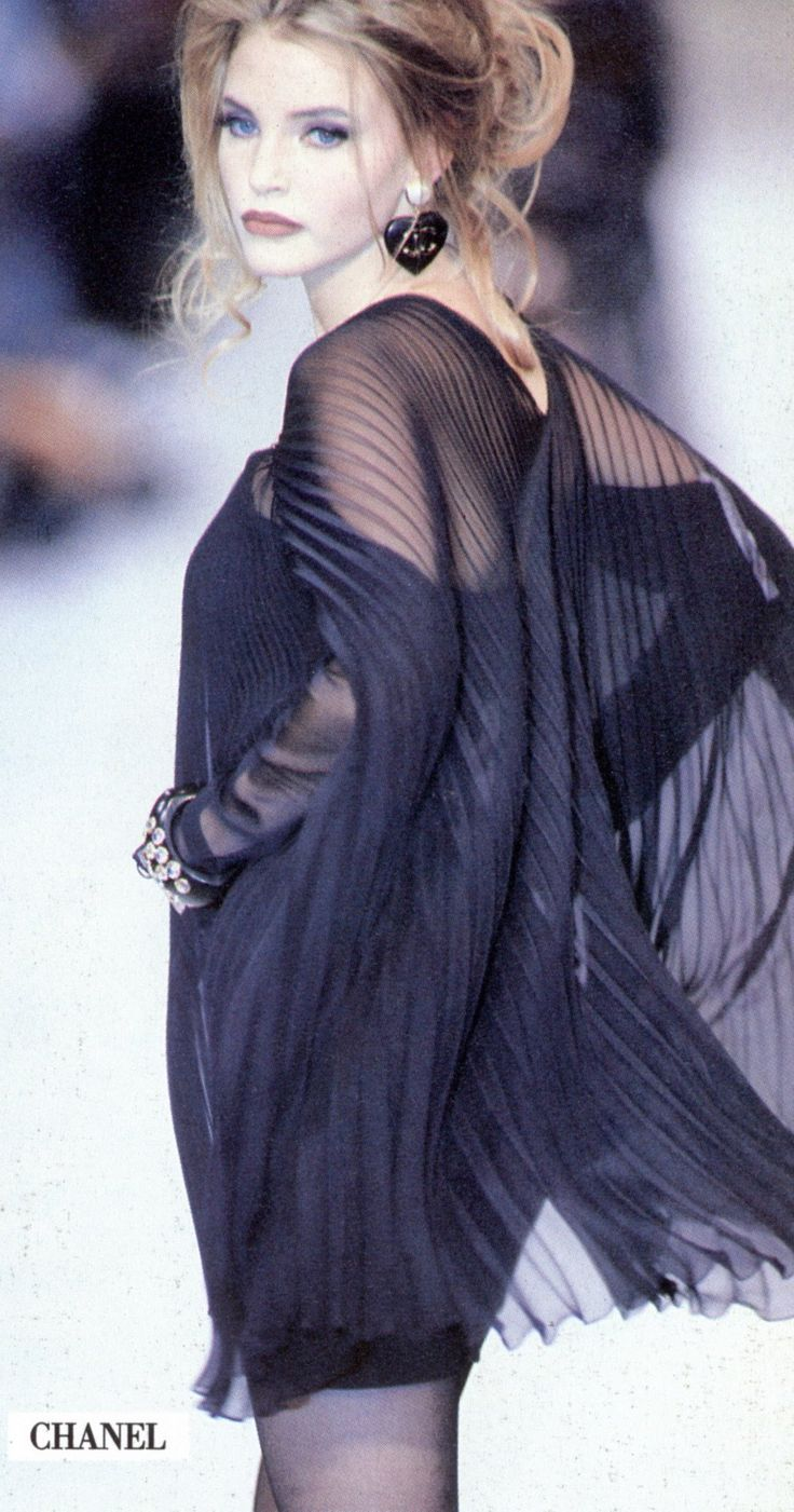 Chanel RTW Spring 1992 | Nadja Auermann