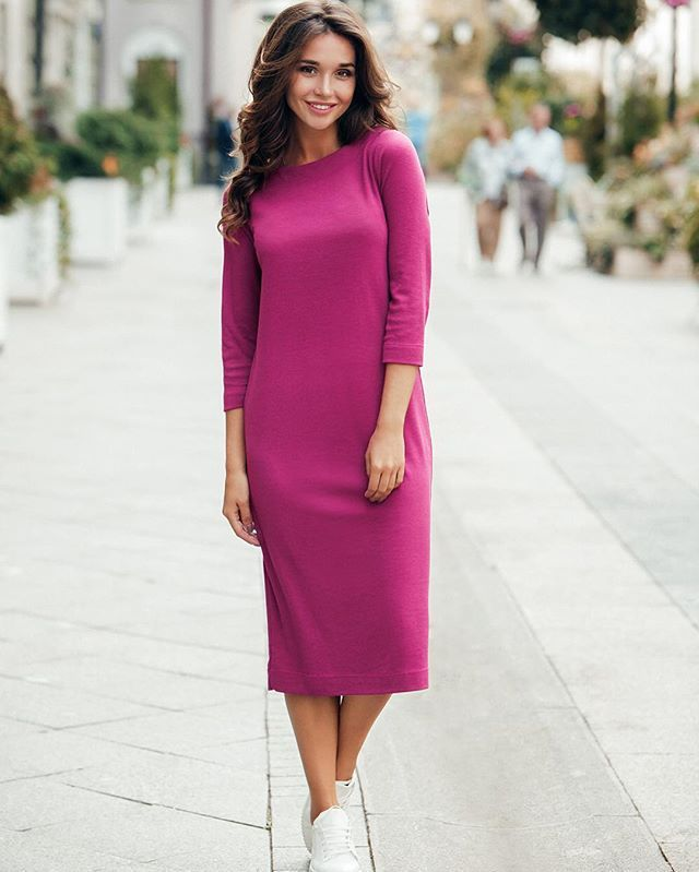 Что может быть лучше осенью, чем невероятно уютное платье миди с длинными рукавами?😌 А уж если цвета фуксии, то, сами понимаете, нужно бежать и брать!💪 Точнее звонить для заказа и по всем вопросам нашим консультантам по телефону +7-925-903-80-98 (sms/whatsapp/viber)😎 А пока мы с нашими замечательными Photo: @kvasnikova_photo Model: @sashetti Text: @besai007 готовим к показу другие новинки😘