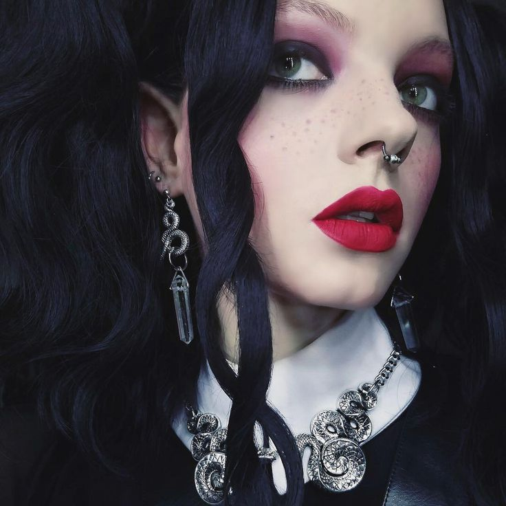 Double coiled snake chunky chain necklace. #regalrose #jewllery #goth  Photo: Teale Coco