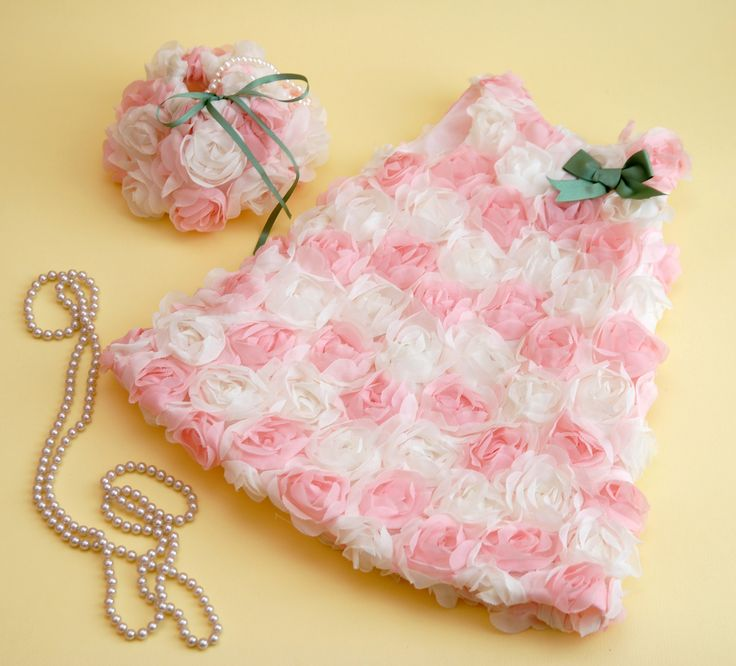 A little princess dressed in flowers <3 for more event dresses for your little one check out www.legogo.ro