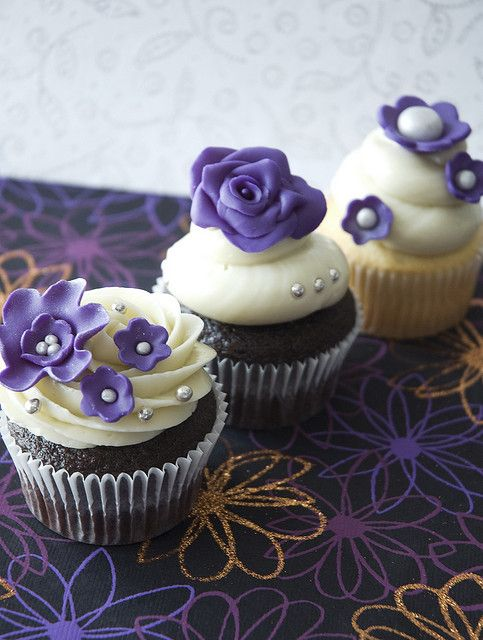 Bridal shower ideas, kayla? lol these look delicious! Could use my new cupcake set kyle got my to do these!!
