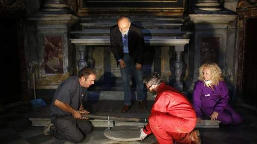 Mona Lisa's Identity 'About To Be Revealed', Experts have opened a tomb to extract DNA they hope will identify the remains of Leonardo da Vinci's model for Mona Lisa.  Geologist Antonio Moretti told reporters the remains in the Santissima Annunziata basilica had an inscribed stone indicating they belonged to the family of Lisa Gherardini's husband and sons.  Many believe she posed for Leonardo.