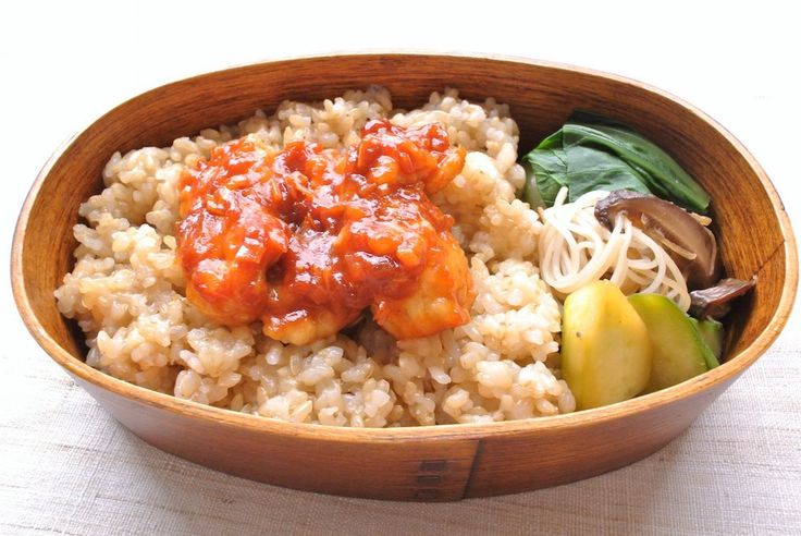 鱧チリ重(ご飯200g 間に刻み海苔)、青梗菜中華風煮浸し、椎茸ビーフン、胡瓜ピクルス