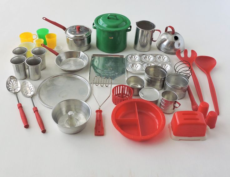 Huge 39 pc lot vintage toy cookware aluminum metal childs for Toko aluminium kitchen set