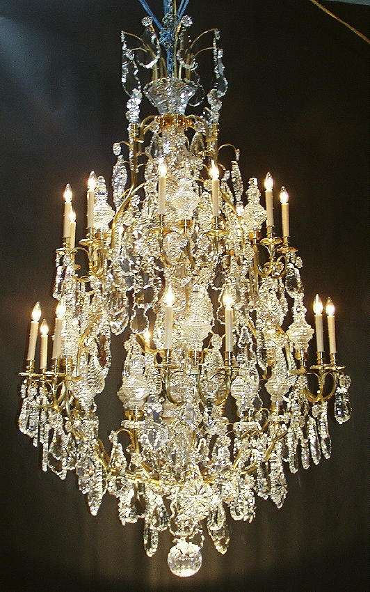 Gotta love this chandelier!