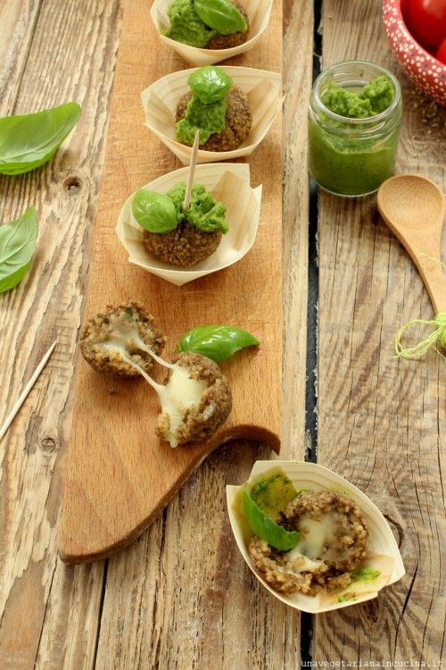 polpettine di lenticchie e cous cous speziate con un ripieno filante al formaggio accompagnate da una freschissima crema di zucchine al basilico.