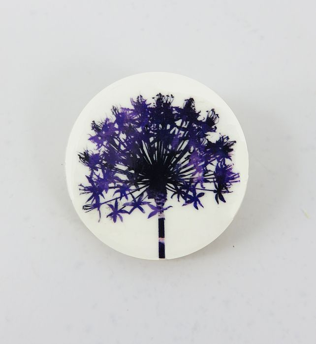 Round, wooden, delicate flower, allium seedhead brooch £12.00