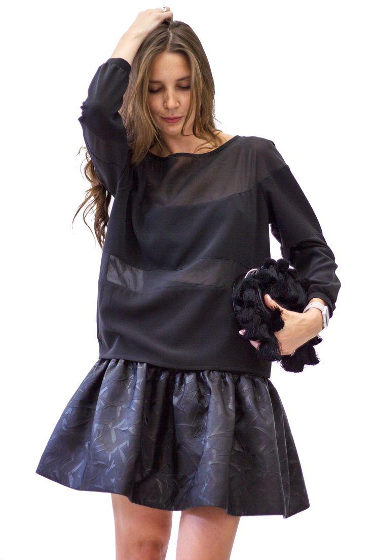 Achers black skirt on waist. Create cute look with sweatshirt and this skirt #achers#blackskirt#stylishlook#cozy#black#skirt#blackmini#basicskirt