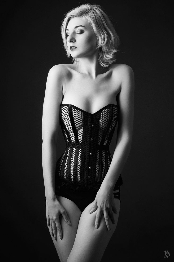 Corset: Cecilia  Model - Sara Scarlet Photographer: Julien JD Vollers Corsets