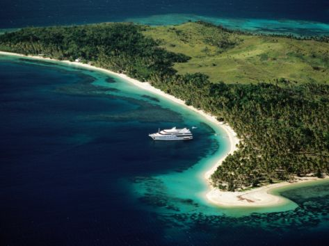 blue-lagoon-cruises-ship-anchored-off-island-fiji