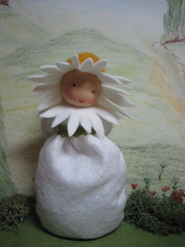 Jahreszeitentisch - KAMILLE ***RESERVIERT f. GABRIELE*** - ein Designerstück von Blumenkinder-Unikate bei DaWanda
