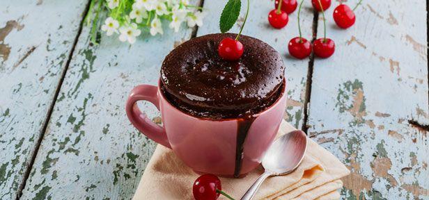Tassenkuchen sind blitzschnell in der Mikrowelle zubereitet und so lecker. Probieren Sie immer neue Varianten von herzhaft bis süß. Auch für Backanfänger.