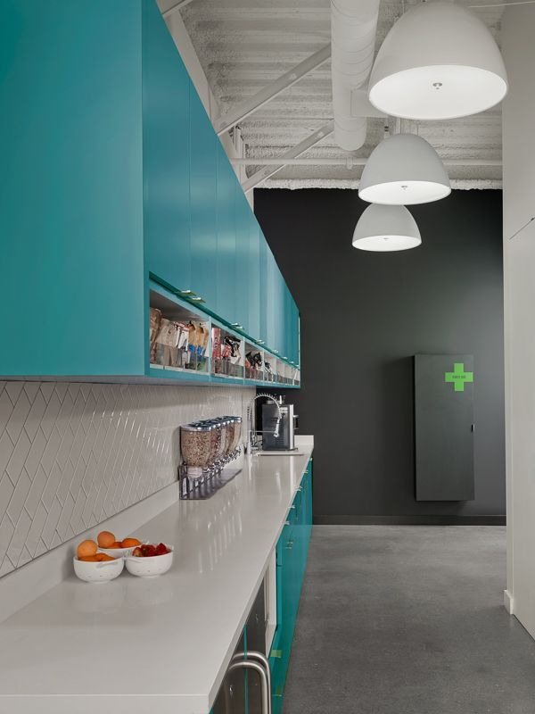 Snack kitchen at Evernote HQ. Evernote Design and Standard Studio, Interiors. Photography © Cesar Rubio