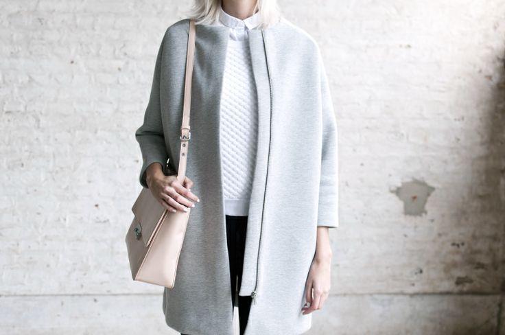 Cos scuba coat, Denise Roobol nude bag, H&M Trend tee / Connectedtofashion.creatorsofdesire.com