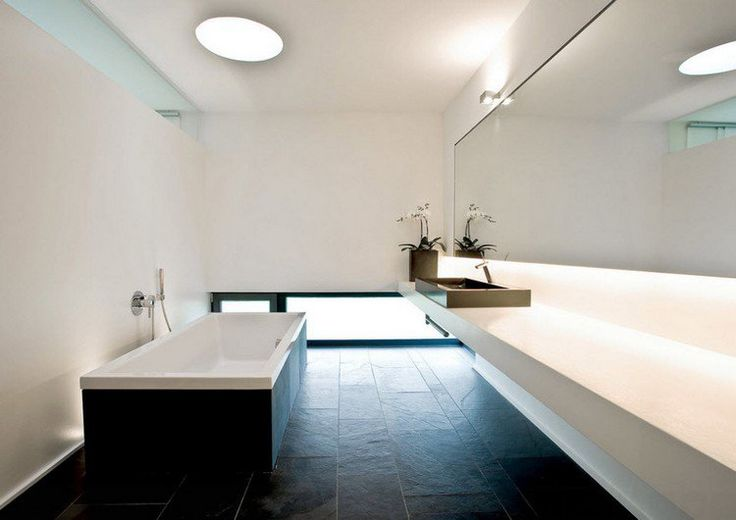 Salle de bain simple au design minimaliste carrelage sol for Salle de bain carrelage gris anthracite