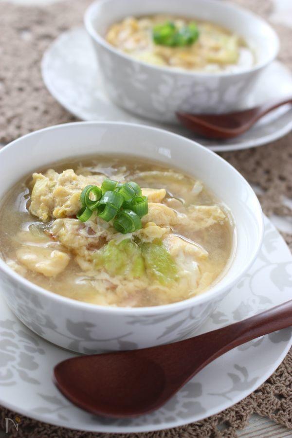 肌寒くなると、体の温まるスープが飲みたくなりますね。レタスをたくさん食べられるスープです。いつもは、キャベツを使ってコンソメスープを作りますが、レタスを使うと、違った食感を楽しむ事が出来ますよ!