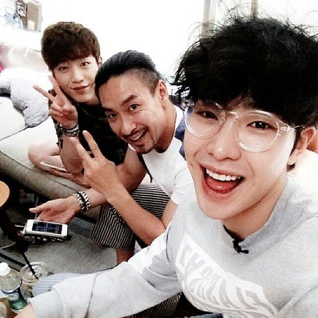 "SBS Roommate   Park Min Woo's IG   1m2actor: ""#ShinSungwoo hyungnim #SeoKangjun you have seaweed on you take it off"""
