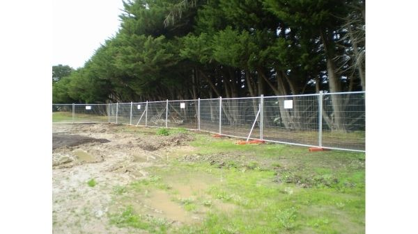 Inspiring Temporary Fences For Dogs Direct Temporary Fencing Hire Geelong Fencing Contractors Backyard Fences Fence Landscaping Temporary Fence For Dogs