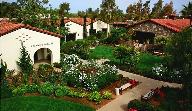 We've stayed at this quiet, perfectly located resort in San Diego. It's next to the Salk Institute, Black's Beach, the Glider Port, UCSD, and the most elegant neighborhood south of LA's Hancock Park. Go. Stay. Relax.