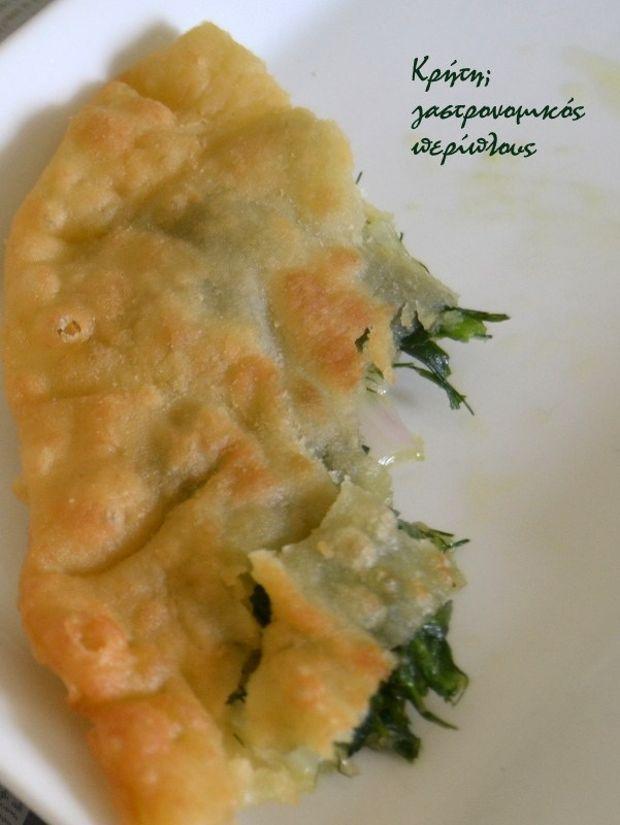 Παρόλο που οι μαραθόπιτες θεωρούνται κυρίως χανιώτικες πίτες, τις φτιάχνουμε σε όλη την Κρήτη. Αν το μάραθο είναι φρέσκο το βάζω ωμό, αν είναι μεστωμένο μαγειρεύω πρώτα τα χορταρικά. Και στις δυο περιπτώσεις οι πίτες είναι εξαιρετικές!