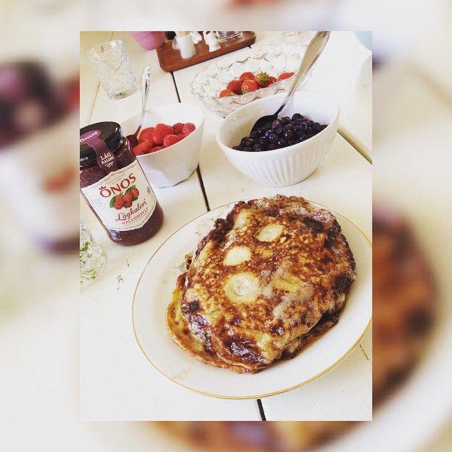 Glutenfria, nyttiga lchf-pannkakor till frulle, recept hos @malinkrusemark's senaste bild  #lchf #lchfpannkakor #pannkakor #frukost #breakfast #liberallchf #jordgubbar #blåbär #glutenfri #glutenfritt #glutenfree #sugarfree #sockerfri #sockerfritt #eat #clean #cleaneating #eatclean #food #healthy #health #healthyfood