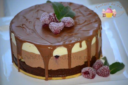 Tort triplu mousse de ciocolata