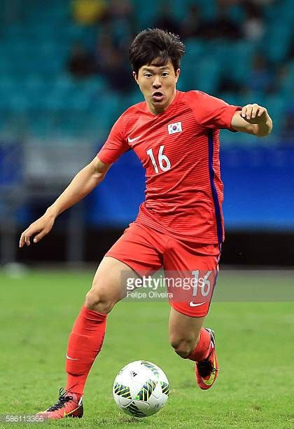 Changhoon Kwon of Korea runs with the ball during the Men's Group C first round match between Korea and Fiji during the Rio 2016 Olympic Games at...