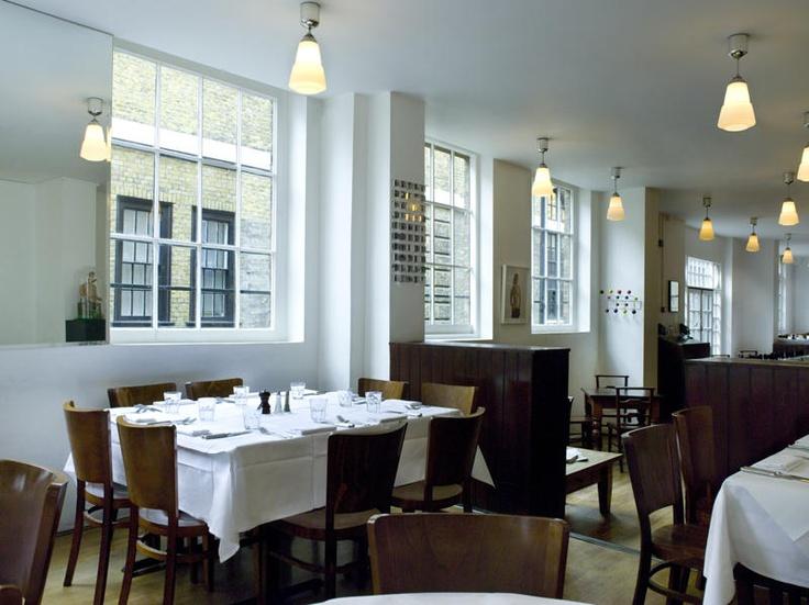 Rivington Grill, restaurante - cozinha britânica moderna e deliciosa, com ingredientes trazidos de toda a ilha. Menu com bom preço nos fins de semana. > 28-30 Rivington St.