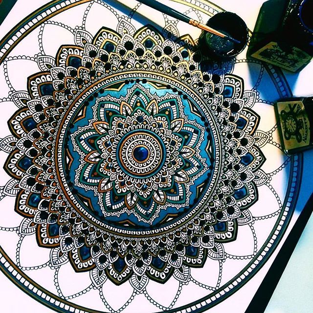 This was one of my first ever coloured pieces. Tip: do not be afraid to use colour. What is the worse that could happen? #mandala // #murderandrose