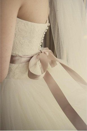 """Vera Wang Inspired Tulle Lace Wedding Dress Bridal Gown Strapless Sweetheart Lace Flower Prom Ball Go,wn Wedding Dress with Train. $419.00, via Etsy.the one!!!!!"""""""