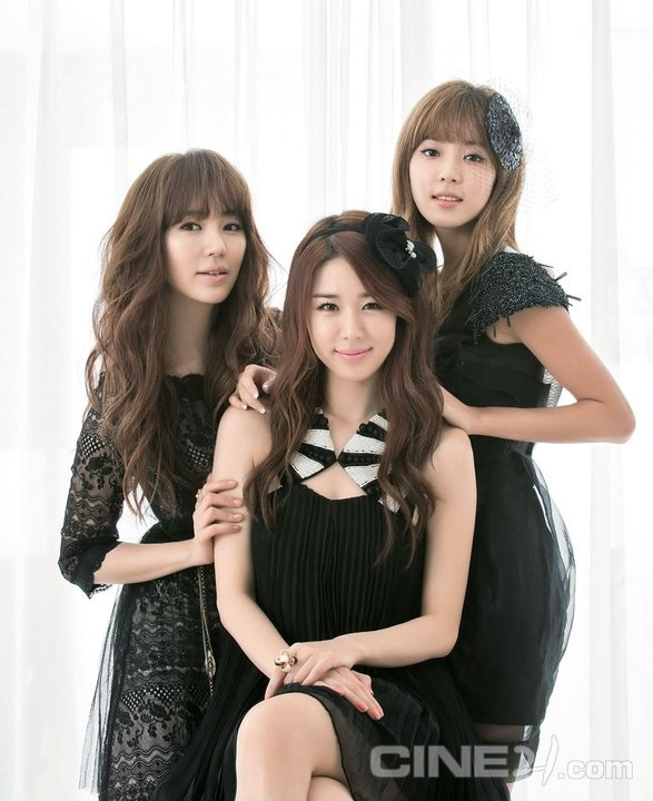 Asian celebs yoo jiwon and han na in to her 3
