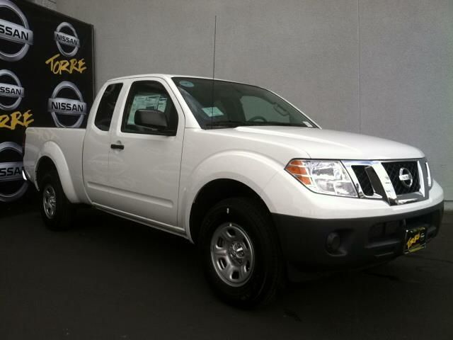 2014 Nissan Frontier S 4x2 S 4dr King Cab 6.1 ft. SB Pickup 5M Pickup 4 Doors White for sale in La quinta, CA Source: http://www.usedcarsgroup.com/used-nissan-frontier-for-sale
