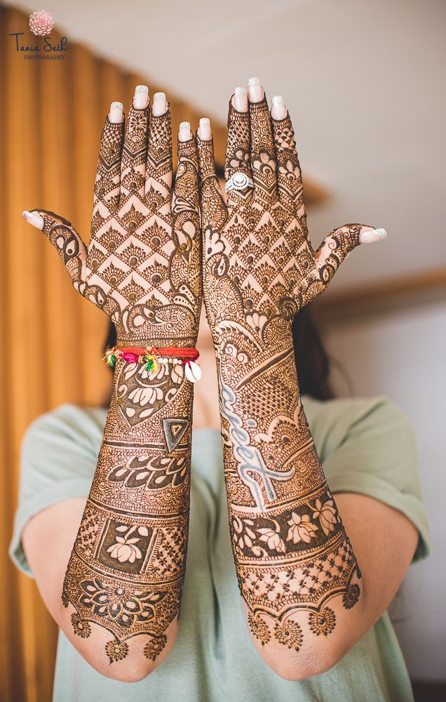 bridal back hand mehendi design