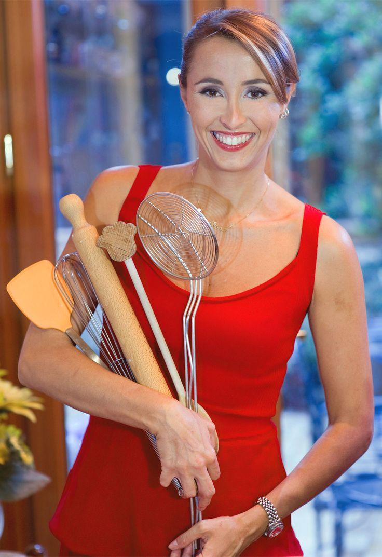 2. Benedetta Parodi. Mi piace perché mentre elabora i piatti li elabora facendo risultare tutto semplice a prova di una semplice cuoca casalinga