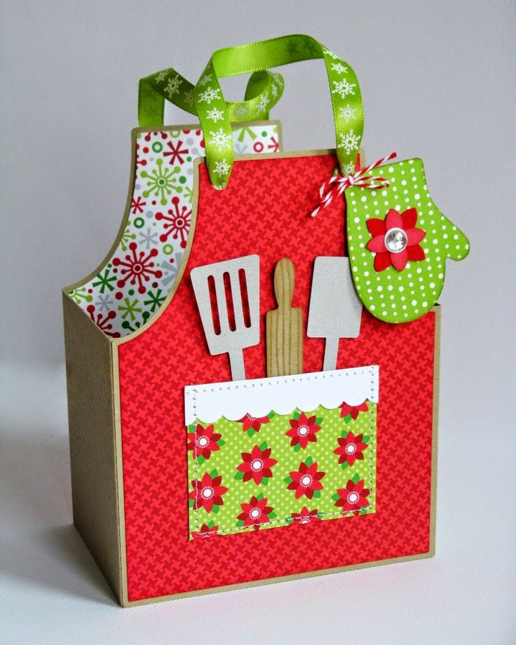 Today Mendi is sharing ideas to create quick holiday treat bags & gift boxes. Apron Gift Bag: I created this little bag using Lori Whitlock's Cook's Apron Box cutting file and Doodlebug's Home For The Holidays collection for Paper Crafts & Scrapbooking Magazine's Holiday Cards & More Special issue.