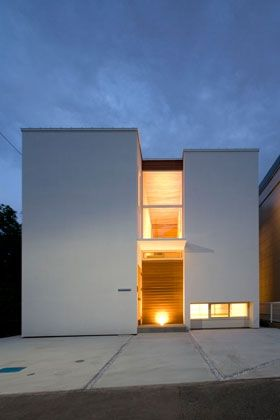 「光と眺望を楽しむ家」の夕景。<br /> http://www.fit-arch.com/works/works116.html 専門家:藤井 将が手掛けた、光と眺望を楽しむ家_外観2(光と眺望を楽しむ家)の詳細ページ。新築戸建、リフォーム、リノベーションの事例多数、SUVACO(スバコ)