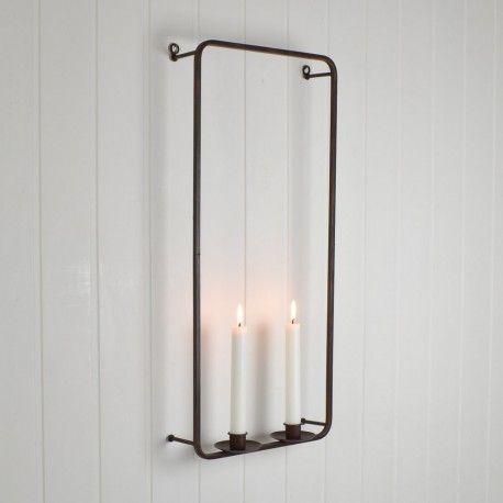 Stilren ljuslampett med fyra ljushållare av antikbehandlad metall i rostbruna nyanser.