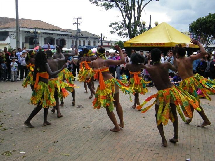 Danza típica del pacífico en el festival festimoña...