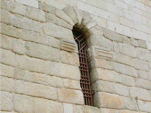 Santa María de Melque. Detalle de ventana en el costado norte del crucero