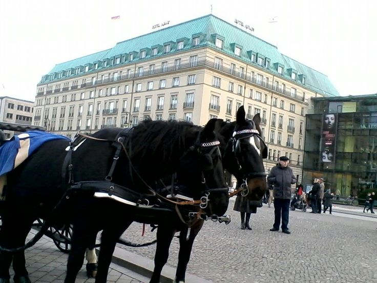 Berlin, am Hotel Adlon