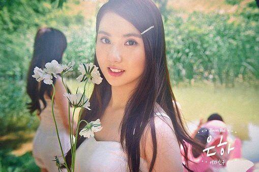 Nome de palco: Eunha Hangul: 은하 Posição: - Data de nascimento: 30 de maio de 1997 Nacionalidade: sul-coreana Altura: 1,63 Tipo sanguíneo: O Signo: Gêmeos Talento: cantar, atuar Hobbies: assistir filmes